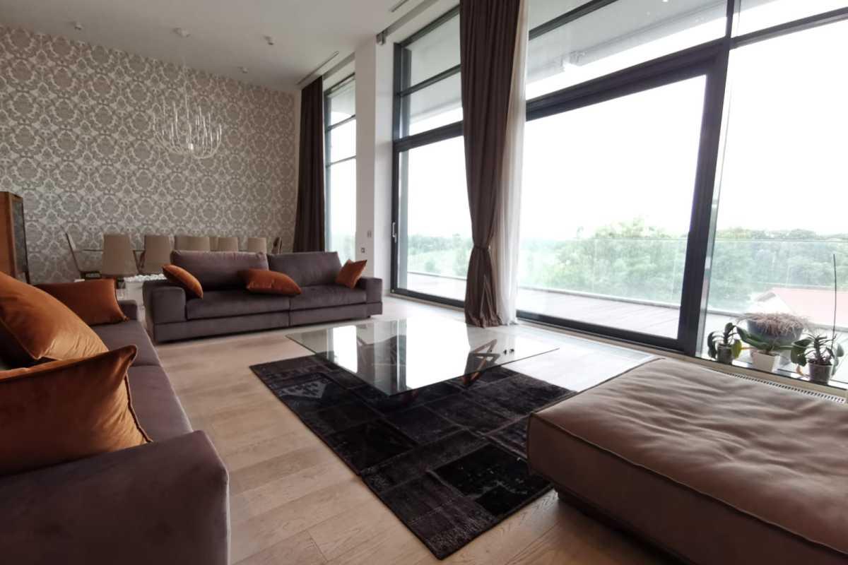 Penthouse cu 4 dormitoare de vânzare